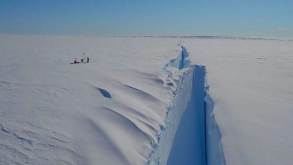 Gunung Es Terbesar di Dunia Pecah!