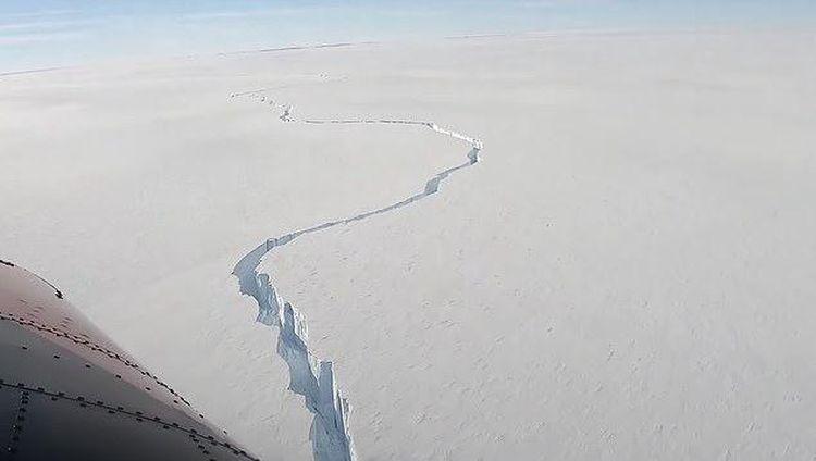 Ngeri! Penampakan Gunung Es Raksasa Terbelah di Kutub Selatan