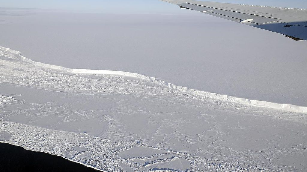 Es Antartika Terancam Kekuatan Tak Terlihat dari Dalam Bumi