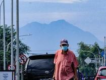 Potret Gunung Salak Terlihat dari Tangsel Saat Cuaca Cerah Pagi Ini