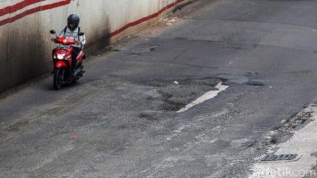 Hati-hati! Jalan Rasuna Said Terpantau Rusak