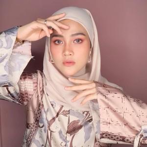 10 Transformasi Gaya Istri Zikri Daulay, Jadi Atensi karena Foto Tanpa Hijab