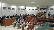 PN Praya Kabulkan Eksepsi 4 IRT Pelempar Batu ke Pabrik Rokok, Kasus Disetop