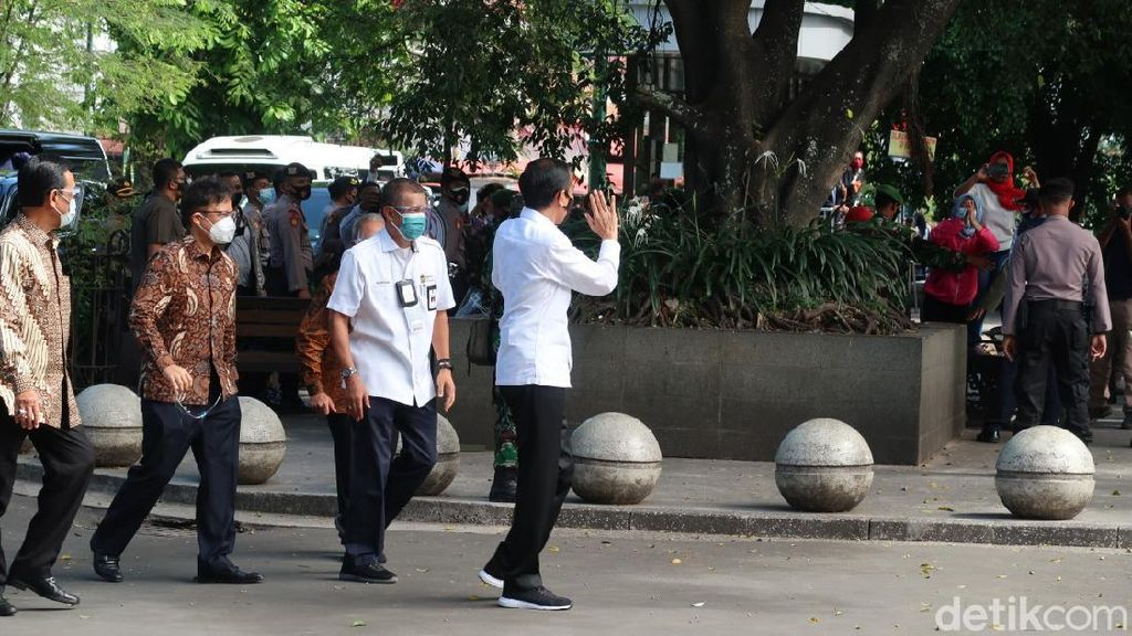 Jokowi Pantau Langsung Vaksinasi Massal untuk Pedagang di Yogyakarta