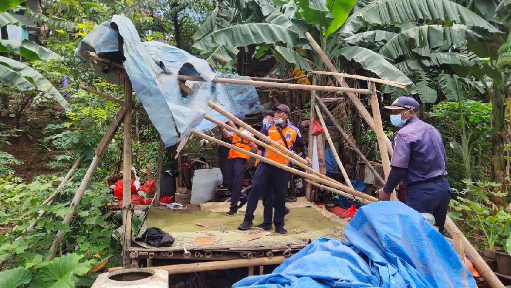 KAI Tertibkan Bangunan Liar di Sekitar Jalur Rel Petak Jl Nambo-Cibinong