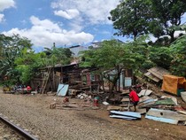 PT KAI Tertibkan Bangunan Liar di Sekitar Jalur Rel Petak Nambo-Cibinong