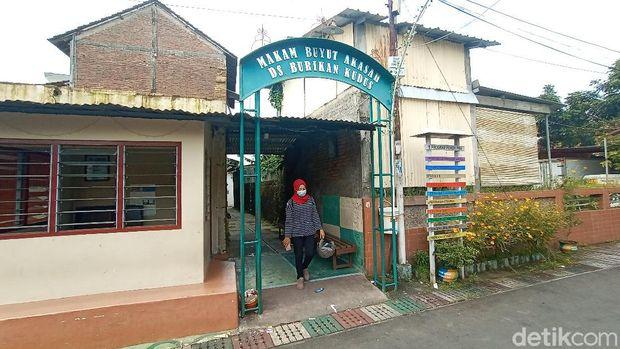 Kawasan Makam Buyut Akasah di Desa Burikan Kecamatan Kota, Kudus, Senin (1/3/2021).