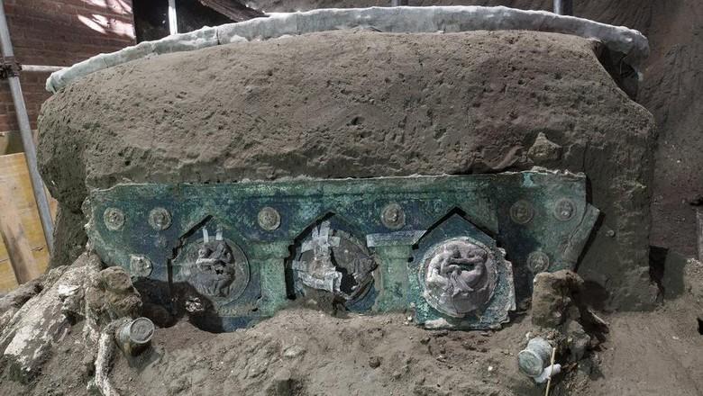 Arkeolog menemukan peninggalan Pompeii berupa kereta upacara kuno. Ini merupakan kereta upacara pertama yang pernah ditemukan.