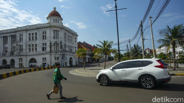 Dinas Perhubungan DKI Jakarta melakukan penerapan zona emisi atau low emission zone di kawasan Kota Tua. Namun hingga kini masih ada pengendara yang menerobos kawasan tersebut.