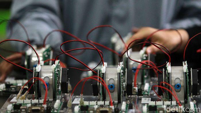 Alat pendeteksi COVID-19 GeNose telah dirakit sejak Februari kemarin. Yuk lihat proses perakitannya di Teaching Factory SMK-SMTI Yogyakarta.