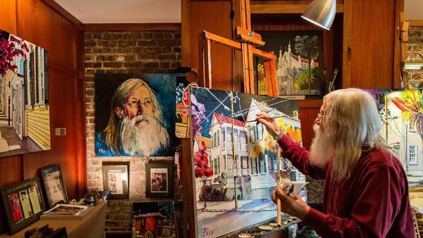 Tamu atau pengunjung hotel bisa mengikuti tur galeri seni.