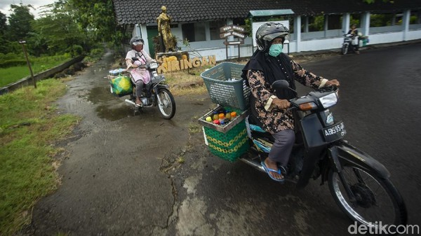 Namun kini para penjual jamu dari desa Kiringan menggunakan sepeda hingga motor. Dinas Pariwisata dan Kebudayaan Bantul sudah meresmikan Kiringan sebagai desa wisata.