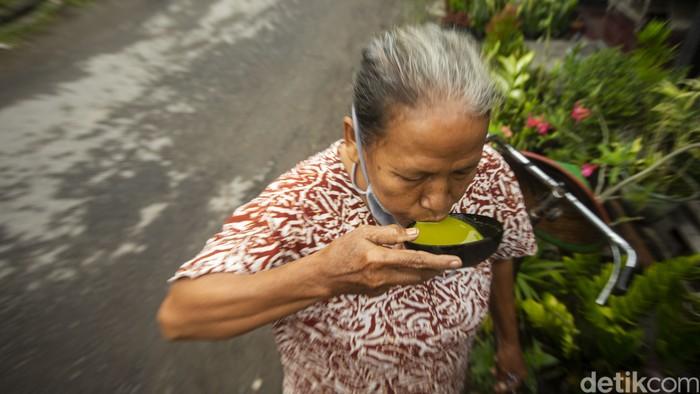 Dusun Kiringan di Jetis, Bantul menjadi salah satu sentra jamu yang terkenal di Jogja. Hampir seluruh ibu-ibu di sana merupakan penjual jamu keliling.