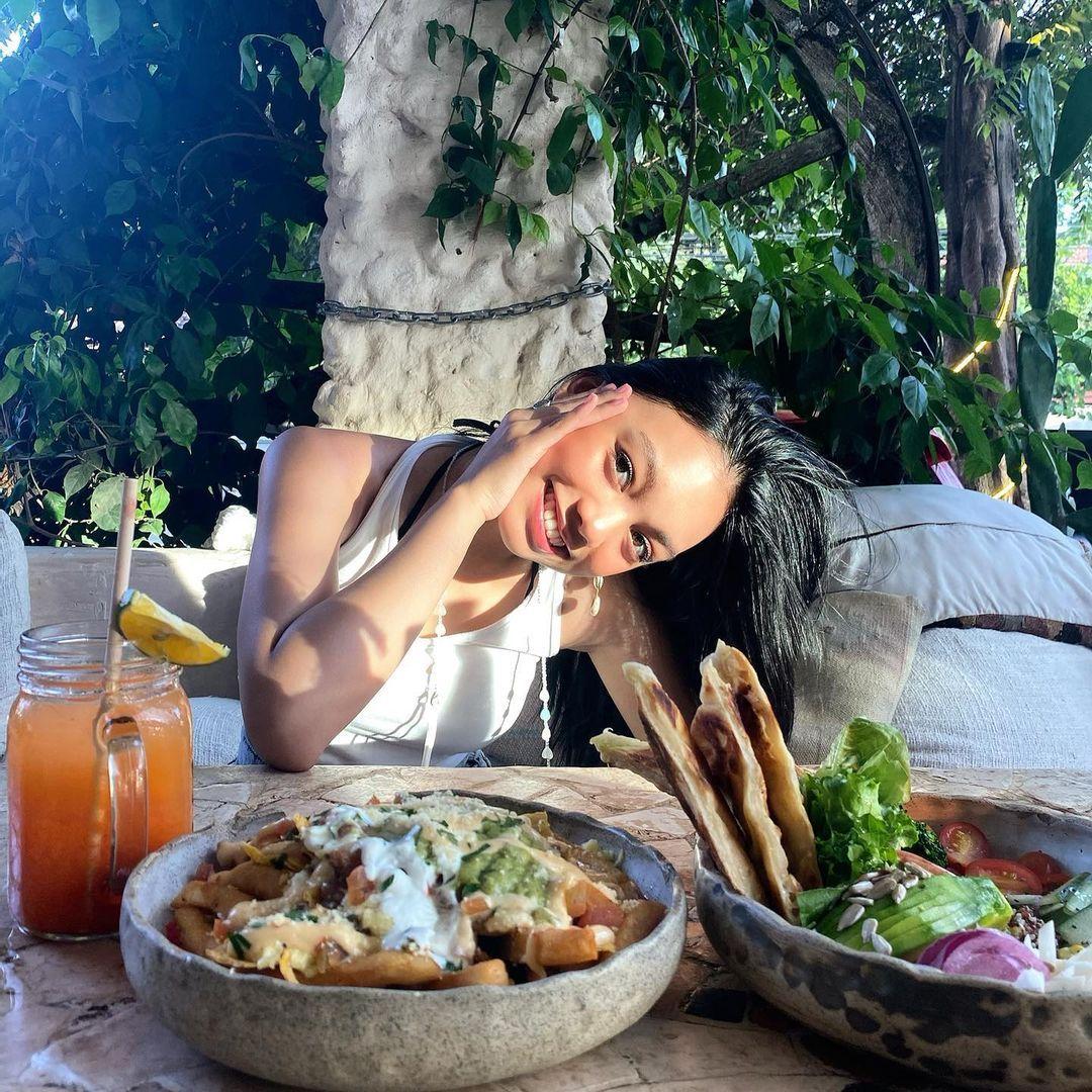 Momen Manis Devano dan Naura saat Makan Bareng