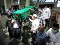 Momen Pemakaman Artidjo Alkostar di Yogyakarta