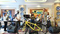 Ditemani Kiki Saputri, Bamsoet Undi Pemenang Giveaway Putaran Ke-20