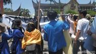 Demo di Kantor Gubernur Sumbar, PMII Minta KPK Usut Penyimpangan Dana COVID