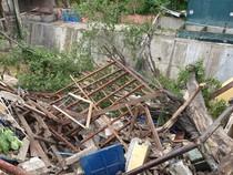 Detik-detik Polisi Dievakuasi Warga dari Reruntuhan Pospol Ambrol di Depok