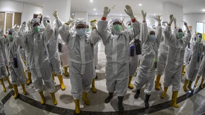 Satu tahun lalu virus COVID-19 terdeteksi di Indonesia. Setahun berlalu, virus itu masih melanda Indonesia.