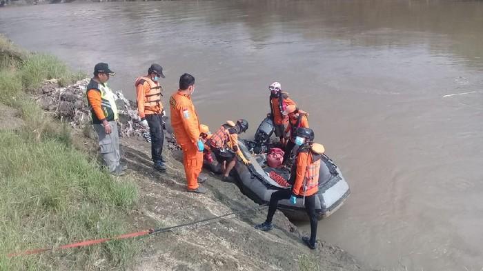 Proses pencarian seorang sekretaris desa di Klaten yang dilaporkan hilang, Senin (1/3/2021).