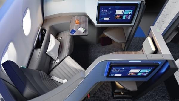 Rute dari Boston dan New York-London dipilih jadi penerbangan pertamanya. Oleh JetBlue, kabin ini dinamai Mint Studio, untuk kelas paling luas.