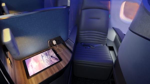 Jika dua kabin itu sudah dipesan, traveler bisa memilih 22 Mint Suite. Kabin ini lebih kecil dan tanpa sofa di samping kursi.