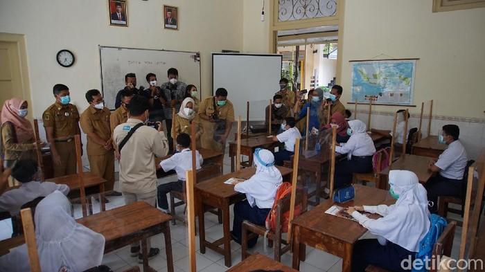 Sekolah tatap muka digelar serentak di 82 SD-SMP di Kota Mojokerto mulai hari ini. Baik SD-SMP negeri maupun swasta.