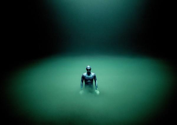 Pada tahun 2002, pada usia 20 tahun, pria Prancis itu menjadi pemegang rekor dunia termuda saat dia menyelam ke kedalaman 87 meter dengan sekali menghirup udara.