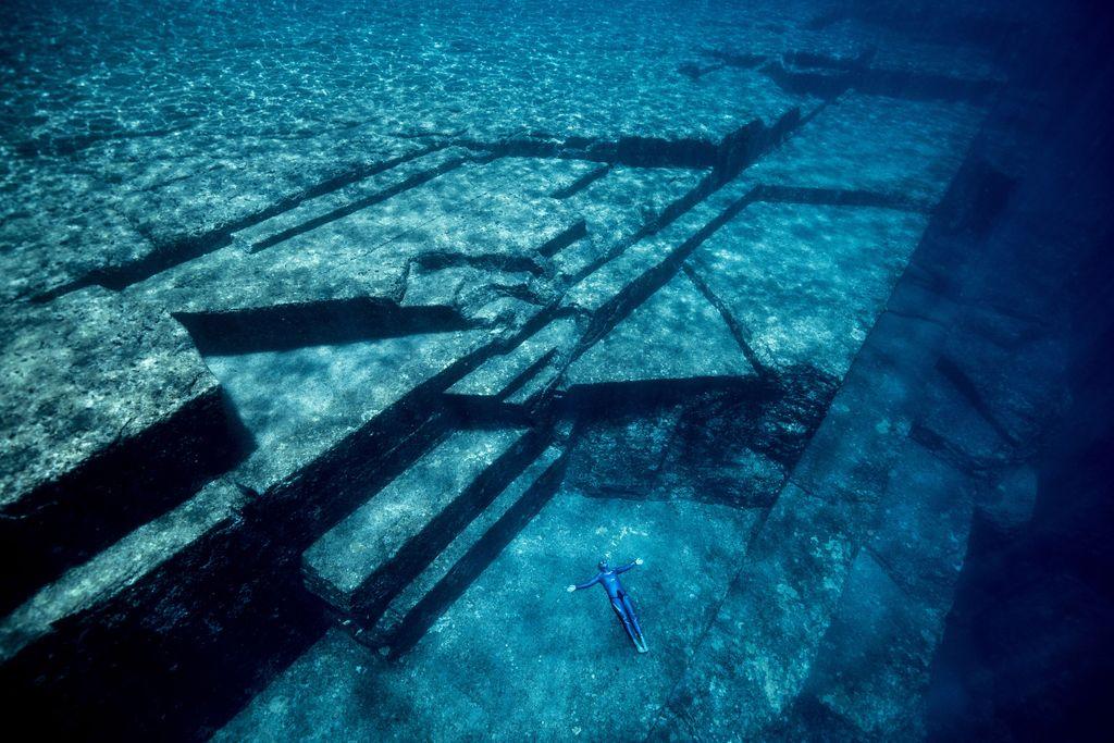 Terbang di Bawah Air Bersama Legenda Penyelam Bebas Guillaume Nery