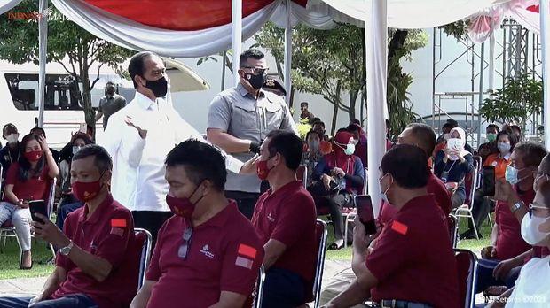 Vaksinasi massal pedagang dan pekerja sektor informal, Yogyakarta, Senin (1/3/2021). (Tangkapan layar youtube Setpres RI)