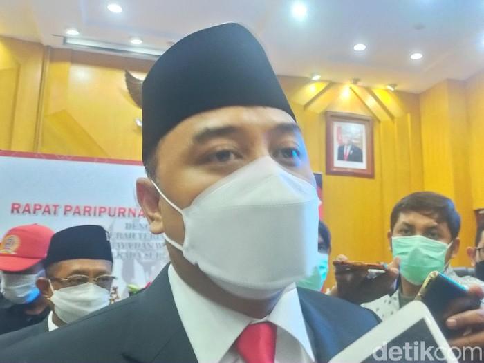Wali Kota Surabaya Eri Cahyadi memiliki tiga progam prioritas untuk 100 hari pertama. Salah satunya soal layanan kesehatan gratis untuk warga Surabaya.