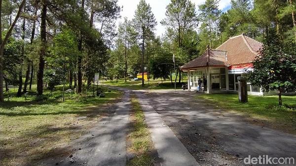 Objek Wisata Jurang Jero berada di bawah pengelolaan Taman Nasional Gunung Merapi (TNGM). Tepatnya, berjarak sekitar 8 hingga 9 km dari puncak Gunung Merapi. (Eko Susanto/detikcom)