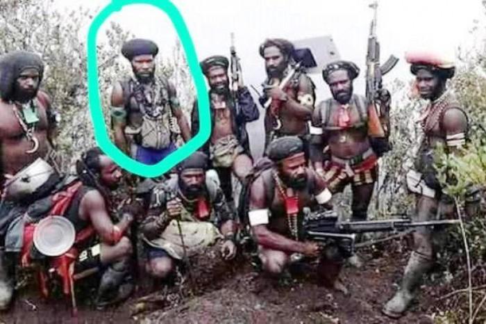 Anggota KKB yang juga danton Kodap III Feri Elas saat memimpin anak buah di lapangan.(ANTARA News Papua/HO-Satgas Ops Nemangkawi Polri)