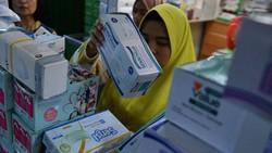 Sejumlah barang pernah langka di pasaran akibat wabah COVID-19 di Indonesia. Ini di antaranya.
