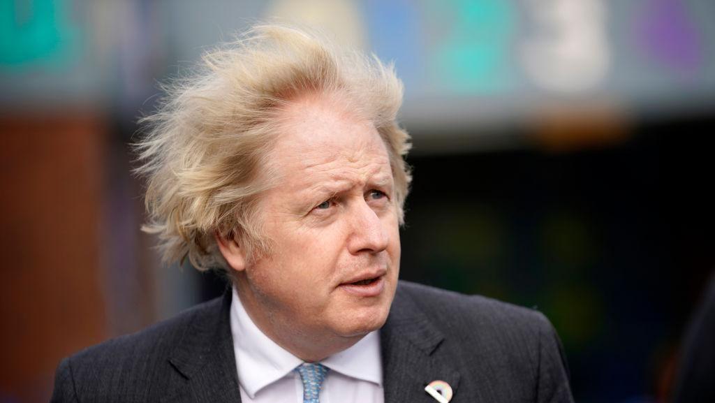 Aksi Santai PM Inggris Boris Johnson di Tengah Pertemuan G7