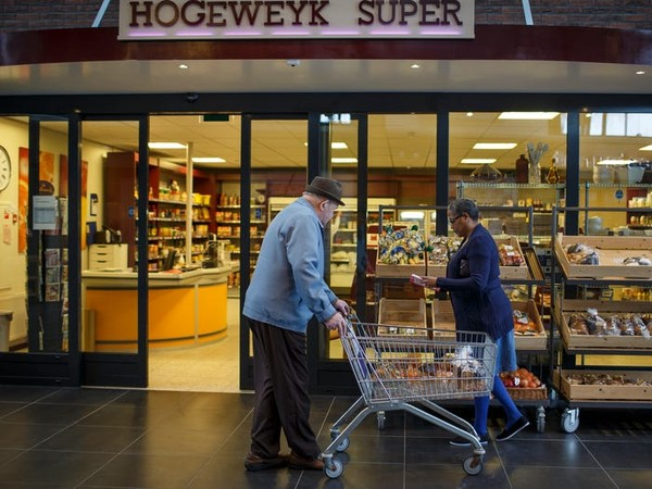 Desa ini dibuat lengkap dengan toko-toko seakan semua kehidupan normal di sana.(dok Hogewey)