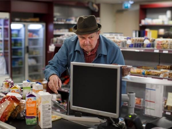 Para lansia itu akan dibiarkan menjalani kegiatan sehari-hari seperti yang mereka ingat. Isi penduduknya pun hanya sekitar 152 orang. (dok Hogewey)