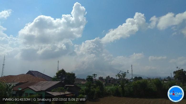 Erupsi Gunung Sinabung sore ini (dok. situs Magma Indonesia ESDM)