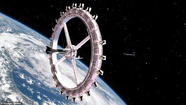 Hotel luar angkasa pertama ini dikembangkan oleh Orbital Assembly Corporation (OAC). Hotel ini sendiri bernama Voyager Station. Hotel itu memiliki infrastruktur yang dibangun di orbit sekitar bumi.