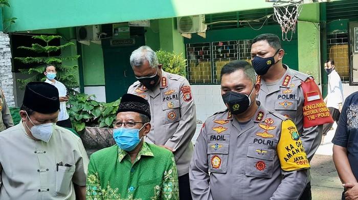 Kapolda Metro Jaya Irjen Fadil Imran (kanan) menemui Ketua PW Muhammadiyah DKI Sunan Miskan (kiri), Selasa (2/3/2021).