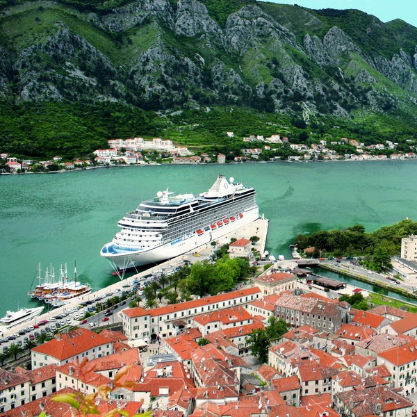 Oceania (71%) didirikan pada tahun 2002. Ia menawarkan empat kapal pesiar yang dapat menampung 684 tamu, dan dua yang dapat menampung hingga 1.250 tamu (Foto: Oceania Cruises/Facebook)