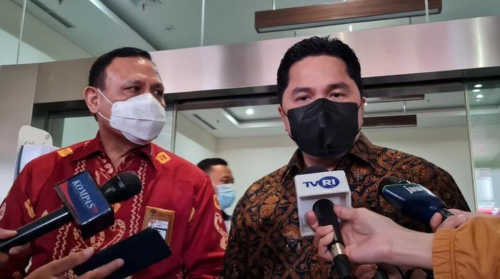 Ketua KPK Firli Bahuri dan Menteri BUMN Erick Thohir Foto: Farih/detikcom)
