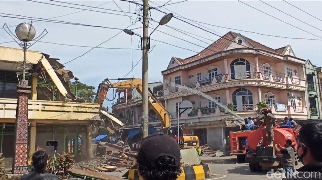 Kompleks Pertokoan Rantepaodi Toraja Utara Dibongkar, Pedagang Histeris