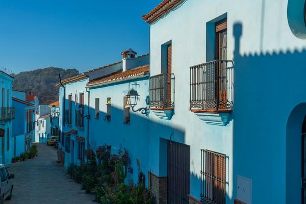Warga membuka penginapan dan homestay bagi wisatawan yang ingin menikmati Kota Smurf dengan lebih lama. (Getty Images/iStockphoto)