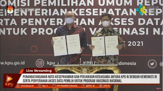 Menkes Budi Gunadi Sadikin dan Plt Ketua KPU Ilham Saputra