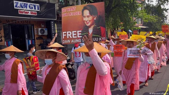 Menlu Jepang-Indonesia Bicara Via Telepon, Bahas Demonstrasi di Myanmar