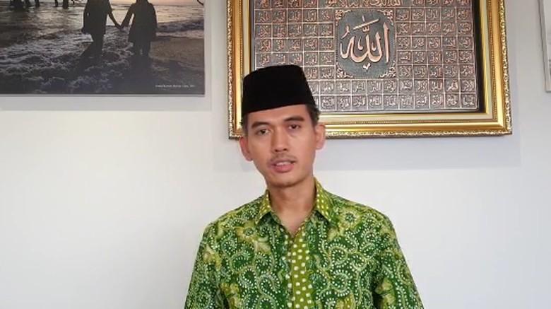 Presiden Joko Widodo (Jokowi) mencabut lampiran Perpres Nomor 10 Tahun 2021 terkait investasi, produksi, distribusi, hingga usaha miras. Majelis Ulama Indonesia (MUI) menilai miras bertentangan dengan prinsip kehidupan berbangsa dan bernegara.