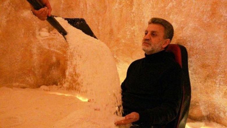 Libya memiliki spa unik yang menggunakan garam untuk terapi. Meski baru dibuka, masyarakat tampak antusias mencoba spa garam ini.
