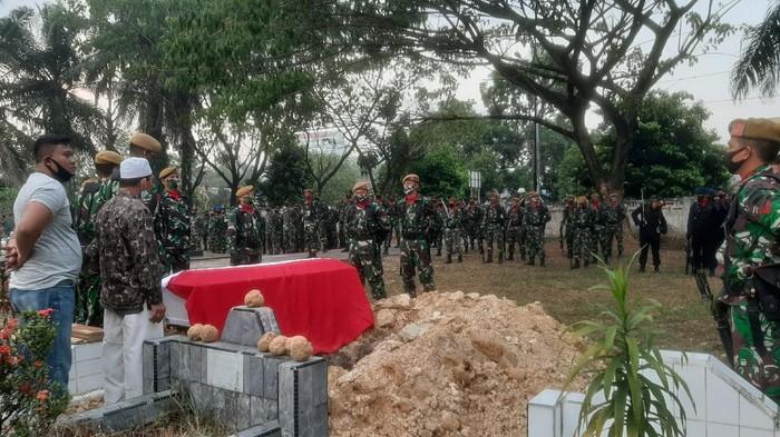 Suasana pemakaman Praka Dedi Irawan (Raja Adil-detikcom)