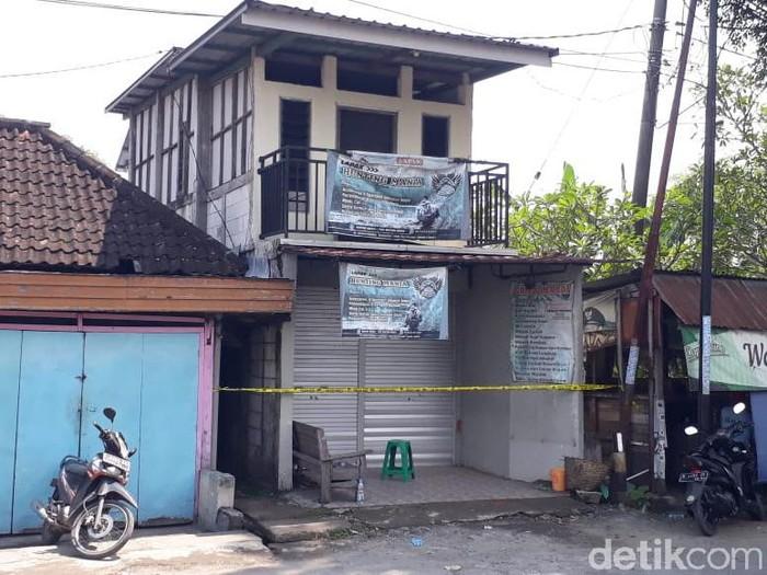 Tiga terduga teroris diringkus Densus 88 Antiteror di Bojonegoro pagi tadi. Mereka ditangkap di tiga lokasi berbeda.
